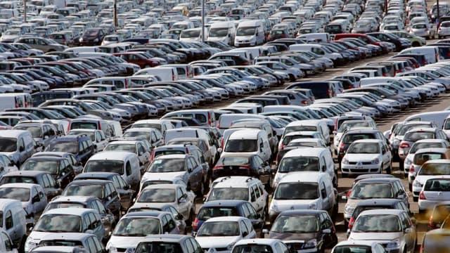TVA sur l'achat du véhicule ou de pièces, prélèvements sur le carburant, taxes sur les assurances... Chaque année, entre 23 et 26% du budget des automobilistes français finit dans les caisses de l'Etat.