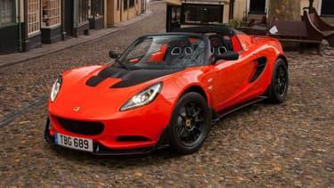 Cette Elise 250 Cup réunit tout ce qui fait le succès de Lotus: une biplace légère et puissante. Rien de plus.