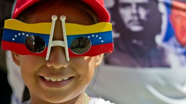 Une jeune fan d'Hugo Chavez, samedi, au Venezuela.