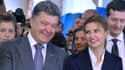 Petro Porochenko et son épouse Marina, ce dimanche, dans un bureau de vote de Kiev.
