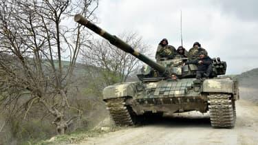 Des forces armées du  Nagorny Karabakh à Madaghis, en Azerbaïdjan, le 6 avril 2016