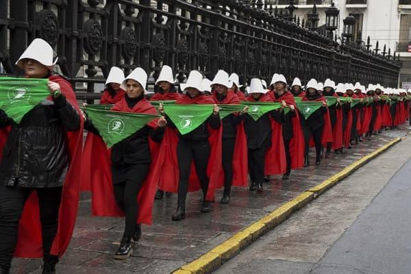 Des manifestantes pour la légalisation de l'avortement devant le Congrès national le 25 juillet dernier à Buenos Aires en Argentine.