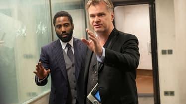 "John David Washington et Christopher Nolan dans ""Tenet"""