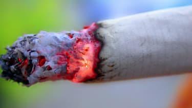 Les ventes de cigarettes continuent de chuter.