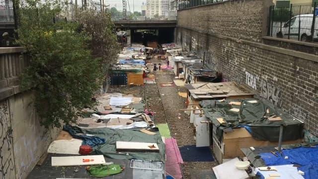 Environ 300 personnes vivent dans ce campement de la Petite ceinture.