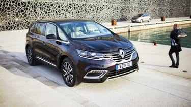 Le nouvel Espace de Renault est un crossover. Il a le look d'un tout-terrain, l'habitabilité d'un monospace et le confort d'une berline.