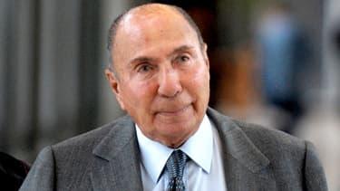 Le sénateur UMP Serge Dassault, ici le 9 janvier 2013, dans les couloirs du ministère de l'Economie.