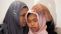 La petite Raudhatul Jannah (à droite) et sa mère, lors de leurs retrouvailles jeudi à Meulaboh sur l'île de Sumatra, en Indonésie.