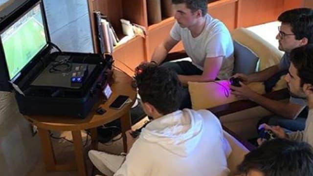 Verstappen joue au jeux vidéos
