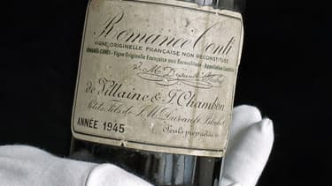 Une bouteille de de Romanée Conti millésime 1945.