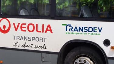 La CDC et Veolia Environnement repoussent la finalisation de leur accord sur Transdev au 31 octobre 2013.