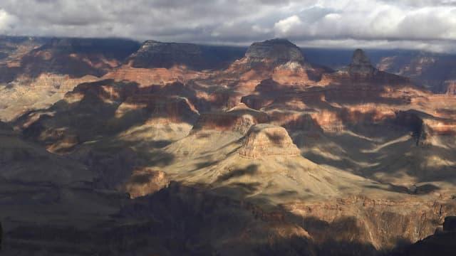Image d'illustration - Une femme assise sur la rive sud du Grand Canyon, le 13 février 2017
