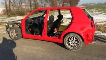 Cet automobiliste a commis pas moins de 7 infractions, alors qu'il roulait dans sa voiture désossée.