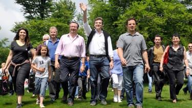 Arnaud Montebourg au mont Beuvray, en compagnie du député Christian Paul (à sa droite) en 2012