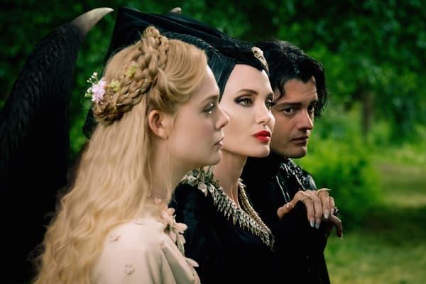 Elle Fanning, Angelina Jolie et Sam Riley dans Maléfique 2.