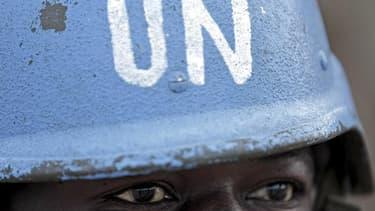 Le Conseil de sécurité des Nations unies étudie un projet de résolution, rédigé par Paris, qui autoriserait le déploiement au Mali d'une force de maintien de la paix forte de 12.600 casques bleus habilitée à requérir l'appui des soldats que la France ente