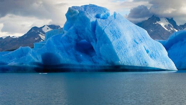 Le réchauffement climatique et la fonte des glaces est due à l'utilisation abusive des ressources naturelles.