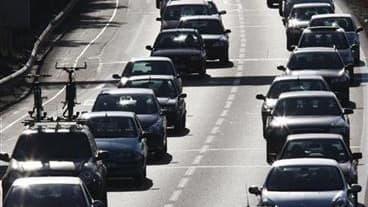 Le Centre national d'information routière (CNIR) a enregistré samedi une nouvelle journée chargée sur les routes après le traditionnel chassé-croisé des vacanciers du week-end du 15 août. A la mi-journée, 565 km de bouchons étaient observés après un début
