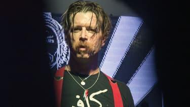 Jesse Hughes, leader des Eagles of Death Metal, en concert à Bogota le 9 mars 2016