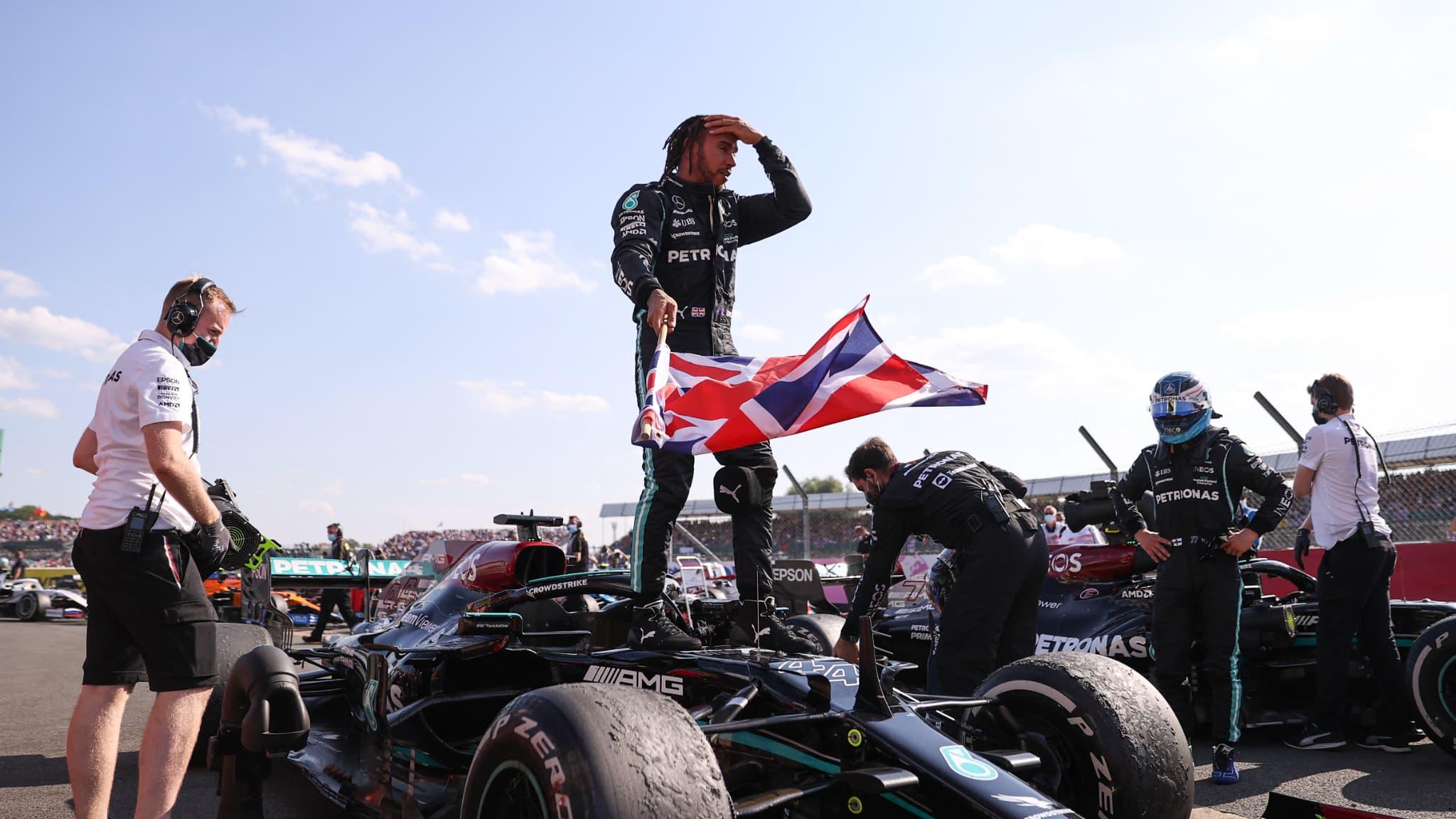 Verstappen rassure après les examens médicaux, Hamilton persiste
