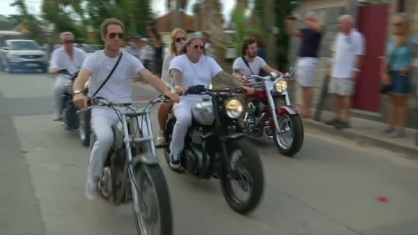 Des bikers dans le cortège lors des obsèques de Johnny Hallyday à Saint-Barthélemy, le 11 décembre 2017