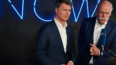 Dieter Zetsche, PDG de Daimler AG  (droite) er Harald Kruege, PDG de BMW, ont décidé de faire cause commune pour créer un voiture autonome