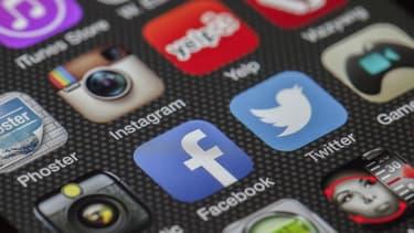 Avec davantage de possibilités de personnalisation, Facebook et Twitter sont les nouveaux vecteurs de campagnes d'hameçonnage des pirates.