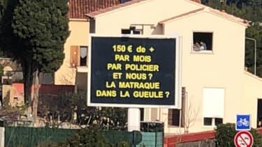 Le panneau publicitaire, à La-Seyne-sur-Mer