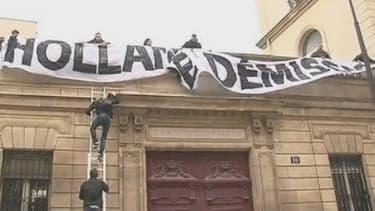 La banderole déployée sur le siège du PS, le 26 mai dernier, en marge d'une manifestation anti mariage homo.