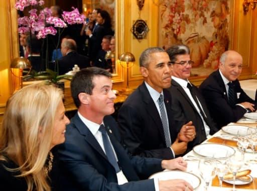 Manuel Valls, Barack Obama et Laurent Fabius  lors du dîner à L'Ambroisie, le 30 novembre 2015 à Paris