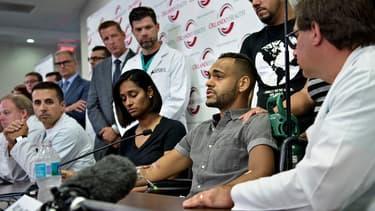 Angel Colon, survivant de l'attentat du Pulse, lors d'une conférence de presse avec l'équipe médicale de l'hôpital d'Orlando