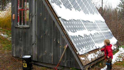 Des panneaux solaires pour produire sa propre énergie renouvelable (illustration).