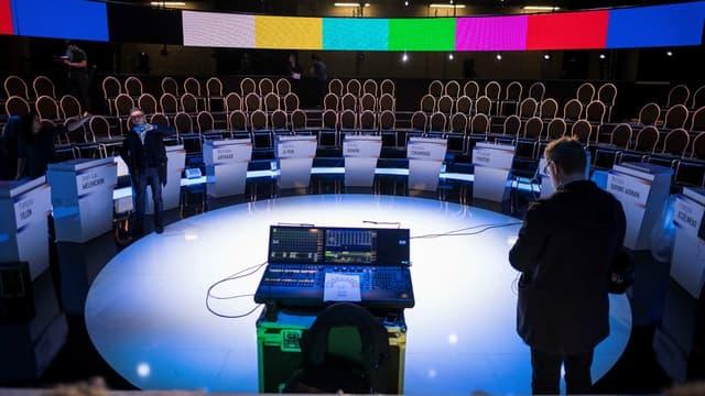 Le plateau du grand débat BFMTV-RMC avec les 11 candidats à la présidentielle