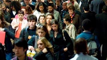 La politique économique du gouvernement français est jugée mauvaise par 72% des Français, selon le baromètre de BVA pour les Echos et France Info. Elle est approuvée par 26% des personnes interrogées, un score en baisse de trois points en un mois et qui e