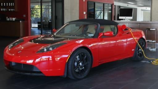 Les voitures électriques de Telsa pourraient servir de base aux iCar d'Apple.