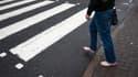 Le gouvernement britannique a inscrit mercredi au patrimoine national le passage piéton situé devant les studios londoniens d'Abbey Road et rendu célèbre par les Beatles. /photo prise le 22 décembre 2010/REUTERS/Andrew Winning