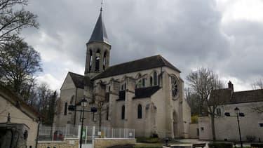 L'interdiction du subventionnement public des lieux de culte a, depuis l'origine, un caractère relatif. Les premiers aménagements ont été introduits par la loi de 1905 elle-même, puis d'autres dispositions législatives ont étendu le champ des exceptions.