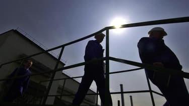 Le projet de loi sur la sécurisation de l'emploi devrait être adopté définitivement par le Parlement cette semaine, avant la pause que s'accordent les parlementaires à partir de dimanche. /Photo d'archives/REUTERS/Ognen Teofilovski