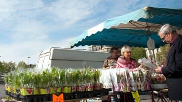 Les vendeurs de muguet n'ont pas le choix: ils doivent travailler le 1er mai s'ils veulent écouler leur marchandise.