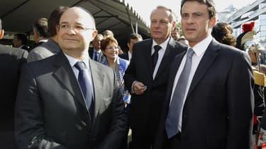 Le ministre de l'Intérieur Manuel Valls (à droite) avec le Premier ministre Jean-Marc Ayrault et le président du Conseil représentatif des institutions juives de France (Crif) Richard Prasquier lors de la commémoration à Paris de la rafle du Vélodrome d'h