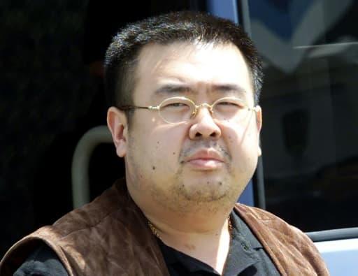 Kim Jong-Nam, demi-frère en disgrâce du dirigeant de la Corée du Nord, le 4 mai 2001, à la sortie d'un aéroport à Tokyo. Le procès des deux femmes accusées de l'avoir assassiné s'est ouvert le 2 octobre 2017 en Malaisie