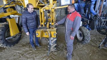 Le site créé par Jean-Michel Lamothe (à gauche) séduit déjà les agciculteurs qui y voient une manière de réduire les coûts en louant une machine à un collègue plutôt que de l'acheter à perte.