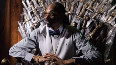 """Snoop Dogg le 20 mars 2015 sur le trône de fer de la série de HBO """"Game of thrones"""""""