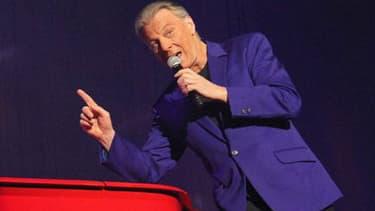 Le chanteur Herbert Leonard sur scène