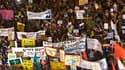 Des dizaines de milliers de personnes ont de nouveau manifesté samedi en divers points d'Israël pour protester contre la cherté de la vie, attirant ainsi l'attention du gouvernement sur le sérieux de leur mouvement. /Photo prise le 13 août 2011/REUTERS/Am