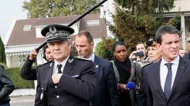 Manuel Valls à côté de Jean-marie Vilain, maire de Viry-Châtillon (à droite sur la photo). Photo d'illustration