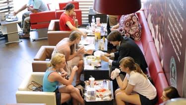 Depuis les années 1960, les Français sortent bien plus déjeuner ou dîner dans les restaurants ou les snacks