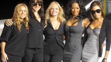 Les Spice Girls en décembre 2007 (de gauche à droite: Geri, Mel C, Emma, Mel B, Victoria)