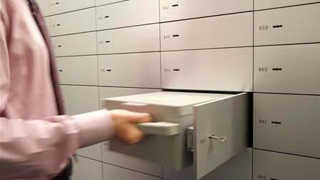 L'affaire du fichier de la banque britannique HSBC, qui comporte les noms de milliers de Français détenant des comptes bancaires en Suisse, a été relancée par le parquet de Nice. /Photo d'archives/REUTERS/Arnd Wiegmann