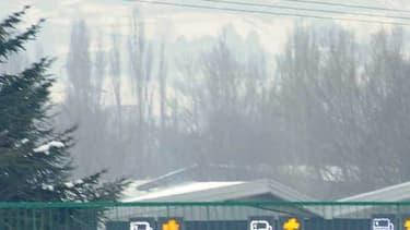 Pour des raisons encore inconnues, la remorque d'un poids lourd a pris feu sur l'A8 ce jeudi matin, vers 10h30